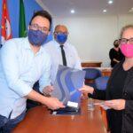 Prefeito Luiz Dalben entrega termos de quitação de imóvel para famílias do Nova Esperança I e Parque Bandeirantes III